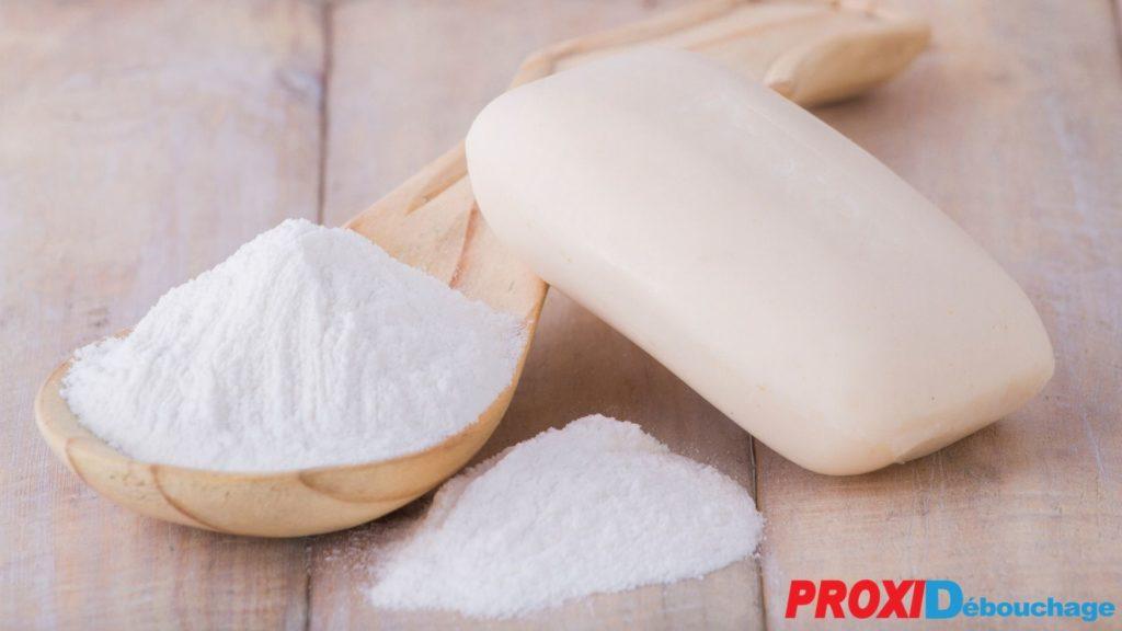 bicarbonate de soudre et savon spécial débouchage de canalisation